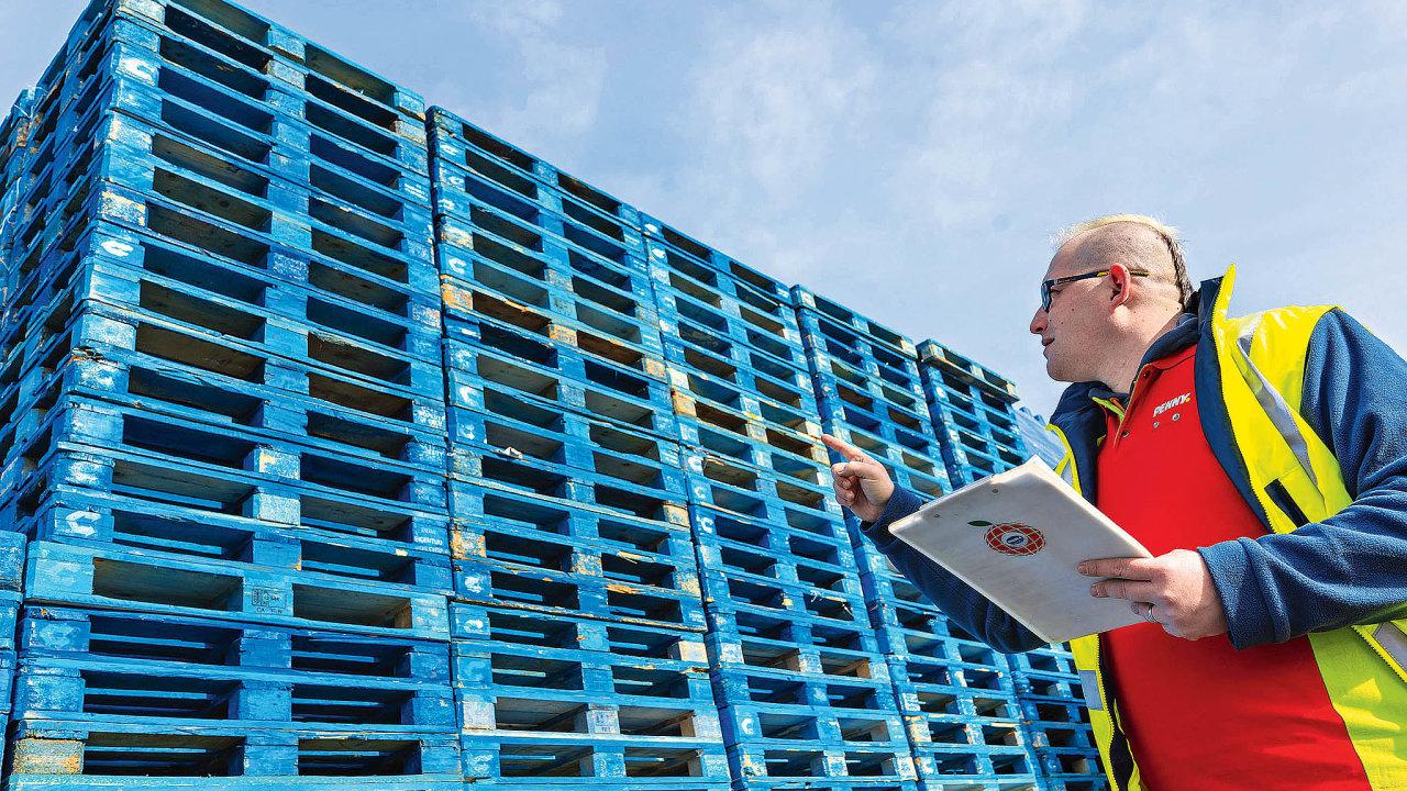 Penny Market udává, že zarok jeho sklady proteče 485 tisíc modrých palet, které tvoří asi 22 procent celkového objemu. Díky tomu prý uspoří ročně 318tun CO₂, 34 tun odpadu a128tun dřeva.