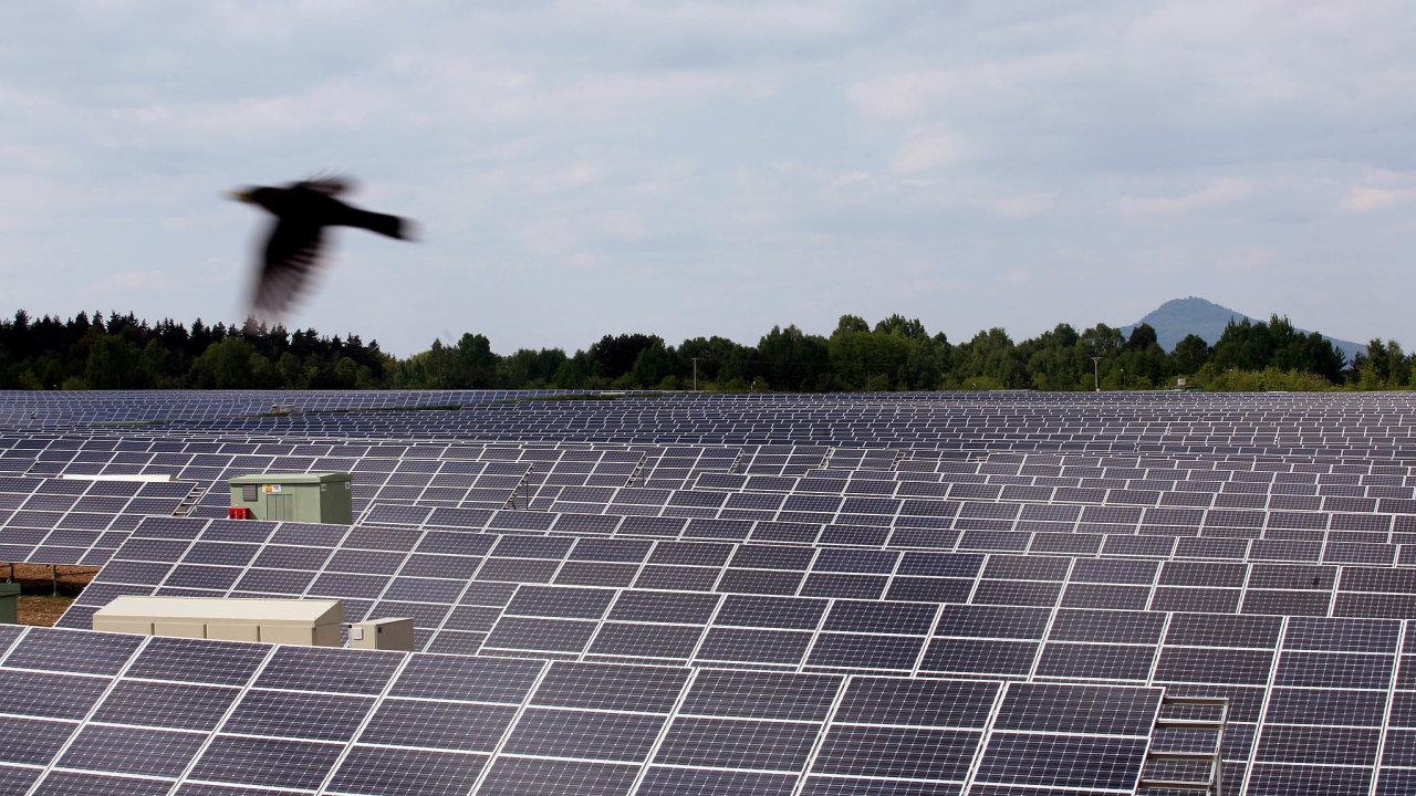 Vpřípadě fotovoltaik se kontroly podle Solární asociace dotknou necelých čtyř stovek elektráren postavených vroce 2009 azhruba 1100 zdrojů zroku 2010.