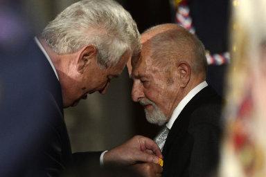 V roce 2014 Zdeňku Jičínskému prezident Miloš Zeman udělil medaili Za zásluhy I. stupně.