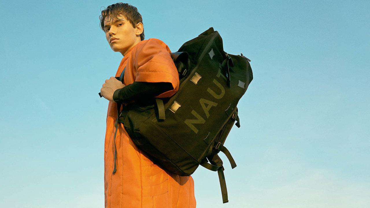 Městská zavazadla Naut nechávají zazády klasické střihy amateriály. Odlišuje je velmi výrazný technicistní design asiluety, minimalistická barevnost, důraz nafunkci, odolné materiály aprecizní řemeslné zpracování.