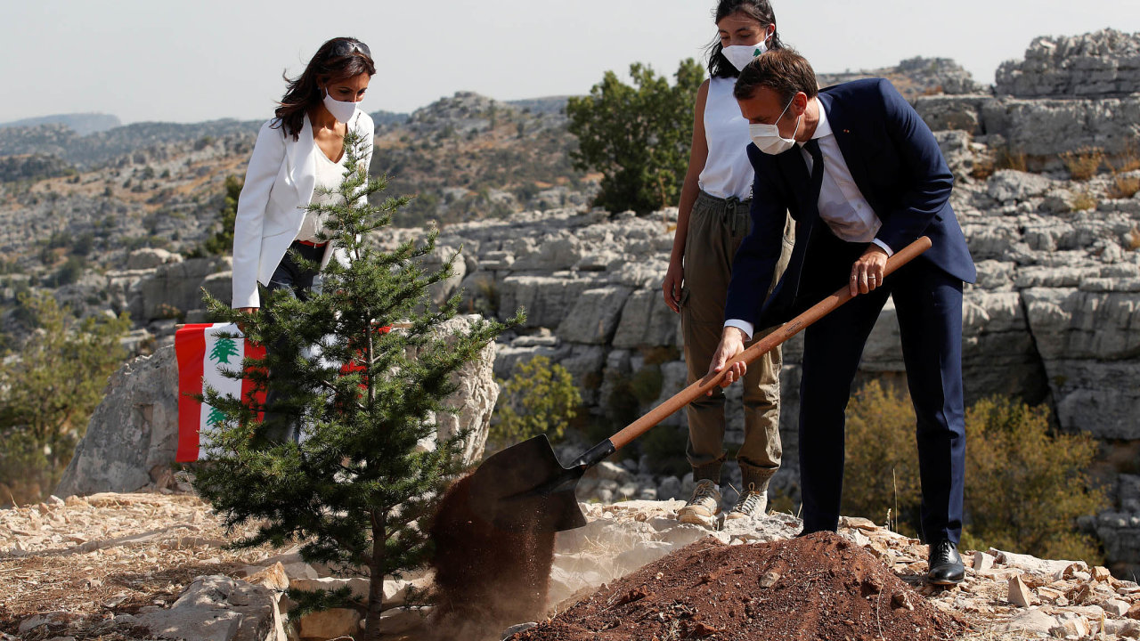 Francouzský prezident Emmanuel Macron tento týden navštívil Libanon podruhé odsrpnového ničivého výbuchu vBejrútu.