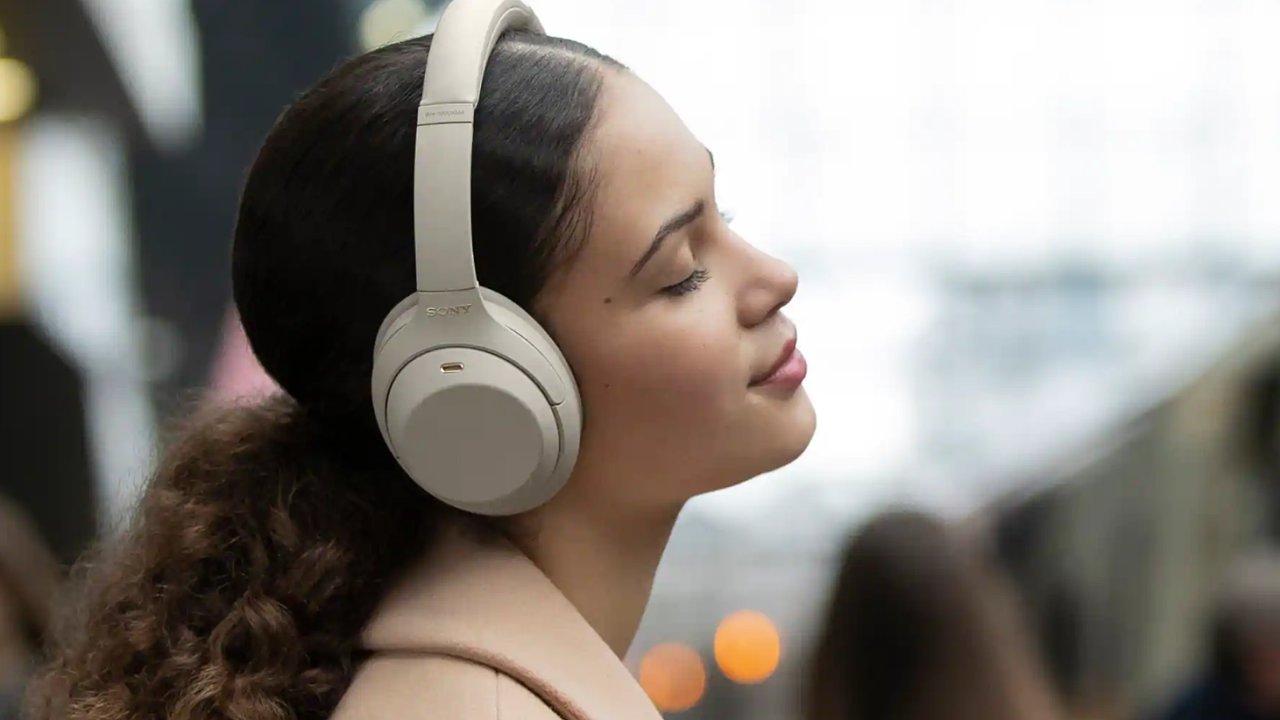 Sony bez výrazných změn navenek dokázalo překvapit změnami zvuku i funkcí.