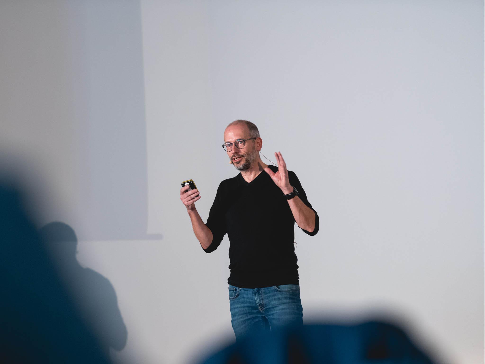 Napátém ročníku konference Customer experience, kterou pořádala společnost Clientology Institute, spolu sIlonou Katzovou přednášel také například Martin Frývaldský zWarhorse Studios.