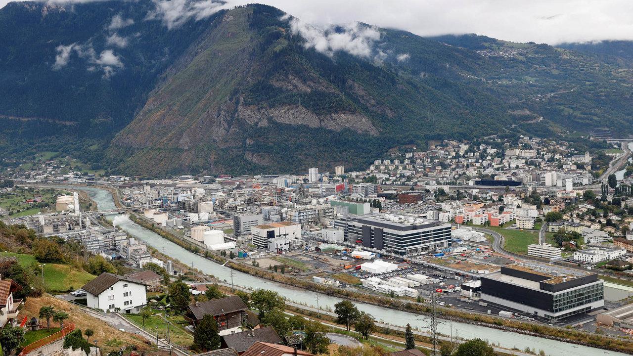 Továrna farmaceutické firmy Lonza vešvýcarském městě Visp, kde se odloňského roku staví nové linky navýrobu vakcíny firmy Moderna. Minulý týden začala fungovat první zlinek.