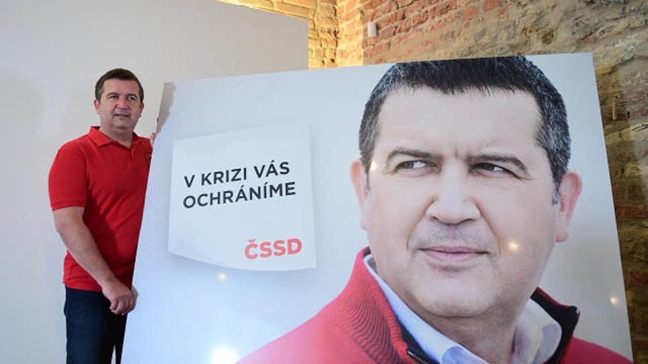 Jan Hamáček byl v pátek zvolen staronovým předsedou ČSSD. Do letošních voleb stejně jako v těch předchozích věří, že voliči ocení fungování strany ve vládě.