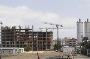 Meziměsíčně stavební produkce očištěná od sezonních vlivů klesla o 1,5 procenta.