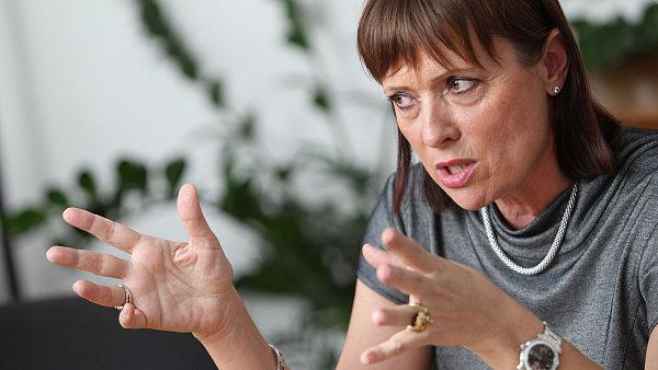 Vitásková má za to, že podléhá energetickému zákonu, podle kterého ji může odvolat pouze prezident.