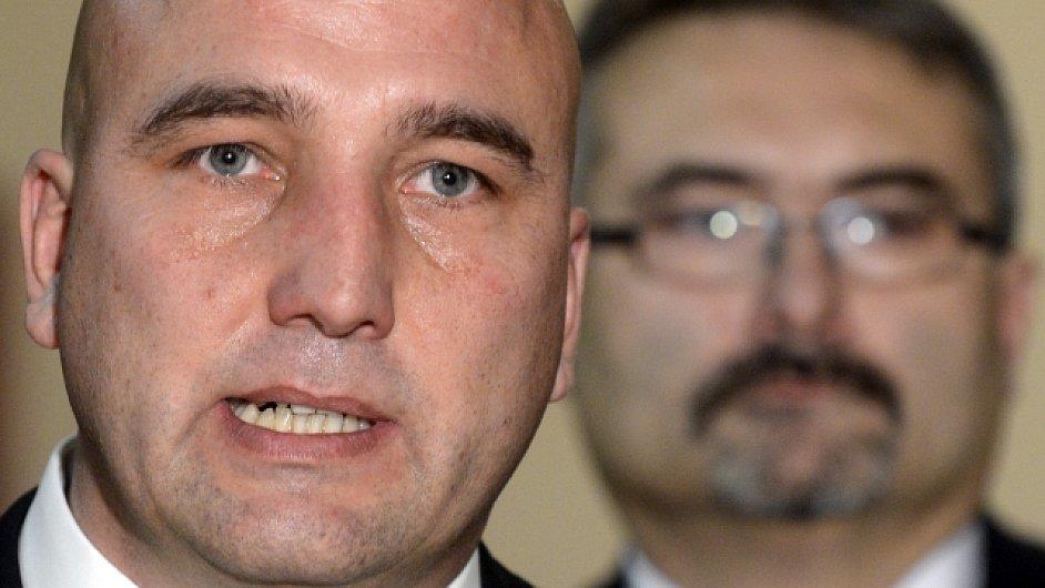 Zdeněk Kabátek (vlevo) a odstupující generální ředitel VZP Pavel Horák