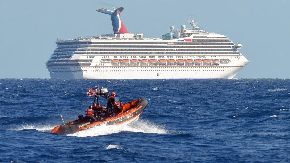 Poškozená výletní loď Carnival Triumph