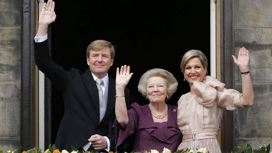 Willem-Alexander, královna Beatrix a manželka budoucího krále Máxima.