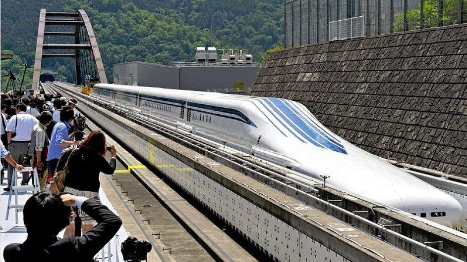 Levitující japonský vlak