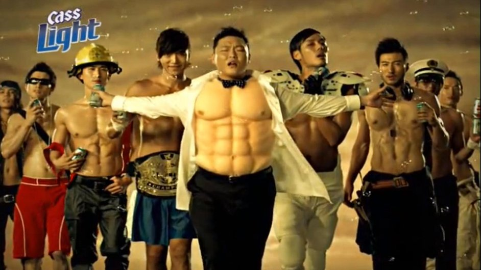 Rapper PSY v reklamě na pivo