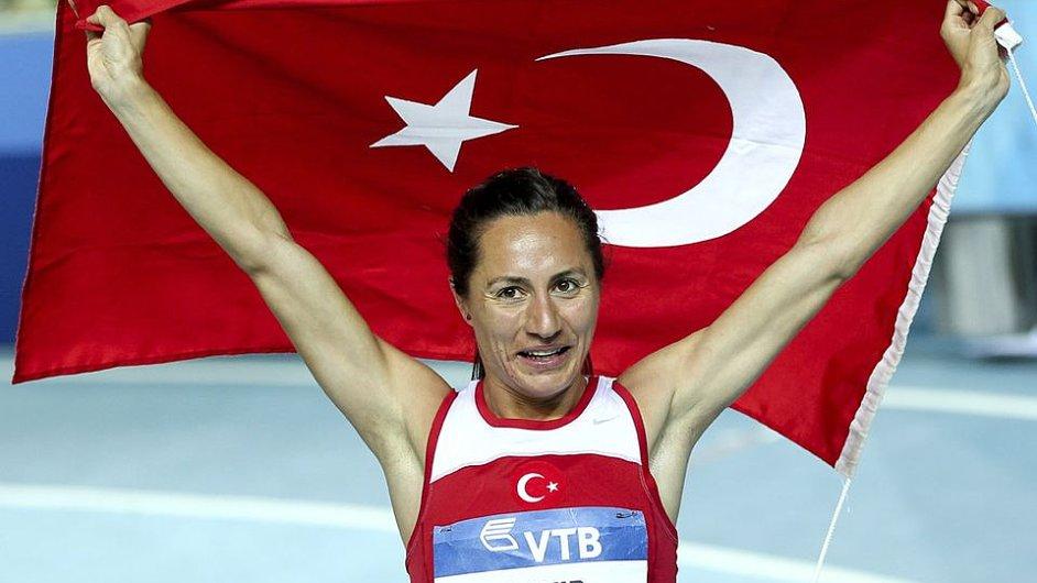 Asli Cakirová-Alptekinová je jednou z podezřelých atletek
