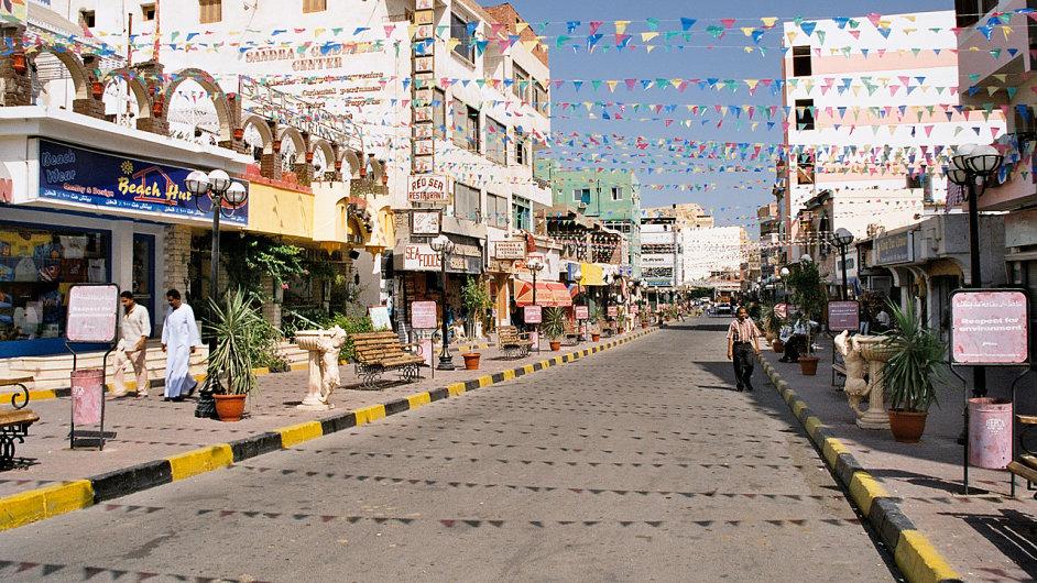 Ulice al-Dahar v egyptském letovisku Hurghada