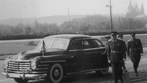 Vládní osobní speciál, nebo-li VOS, sloužil pro transport prvních komunistických papalášů. Jezdili s ním Klement Gottwald či třeba první tajemník KSČ Rudolf Slánský.