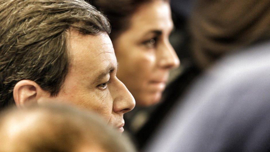 David Rath u soudu, v pozadí další obžalovaná, Kateřina Pancová