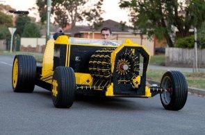 Nadšenci postavili funkční auto z kostek Lega. Pohání ho stlačený vzduch