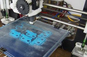 Josef Průša vyrábí 3D tiskárny populární po celém světě, návod na výrobu nabízí zdarma