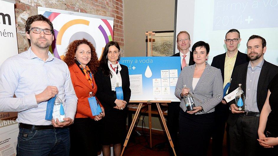 Zástupci sedmi firem, kteří podepsali prohlášení Firmy a voda 2014+