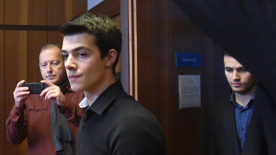 Soud se dvěma mladíky, kteří napadli zpěváka Michala Hrůzu, začal 17. března.