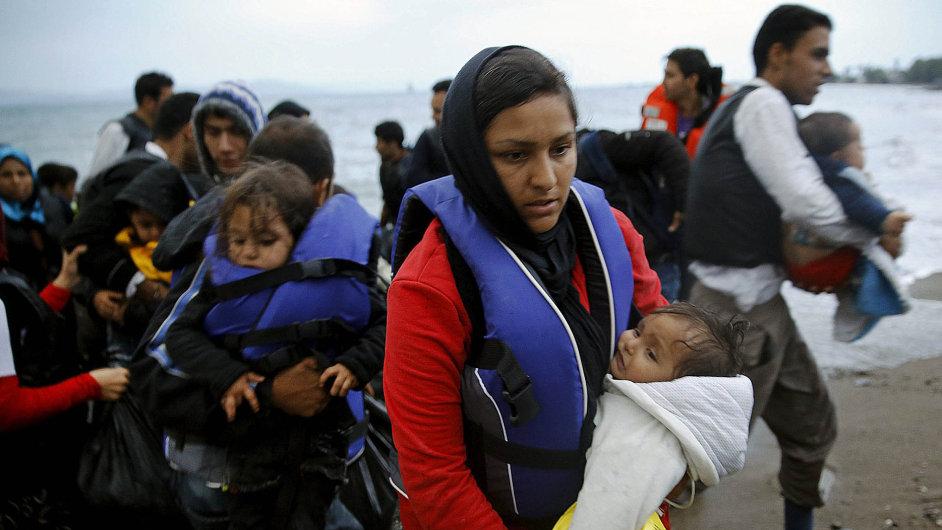 Uprchlíci plující z Turecka do Řecka