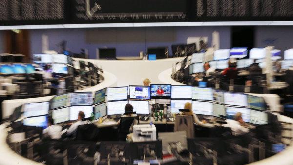 Index burzy v německém Frankfurtu se v pondělí propadl o 3,56 procent.