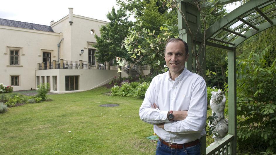 Ivan Pilip byl ministrem školství i ministrem financí, nyní se věnuje byznysu, kromě jiného provozuje zámek v Trnové.