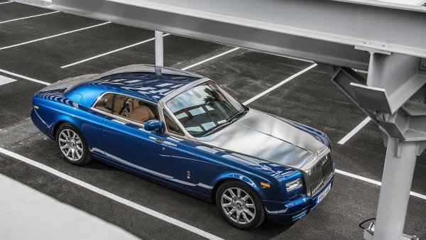 Legend�rn� Rolls-Royce otev�e v �esku sv�j prvn� showroom