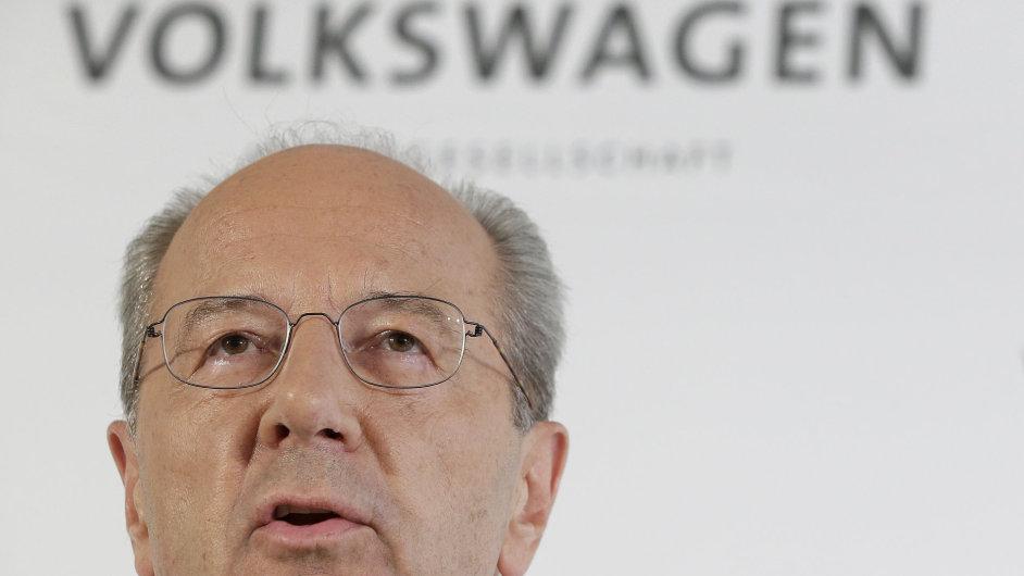 Hans Dieter Pötsche by se měl stát předsedou dozorčí rady Volkswagenu. Ve středu vystoupil na tiskové konferenci.