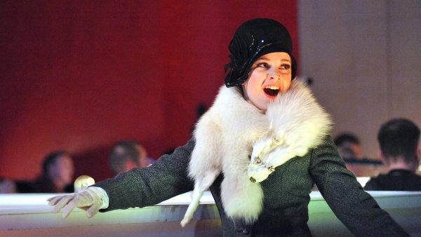 Na sn�mku Marta Reichlov� p�i zkou�ce opery Thomase Adese Powder Her Face v brn�nsk�m Divadle Reduta.
