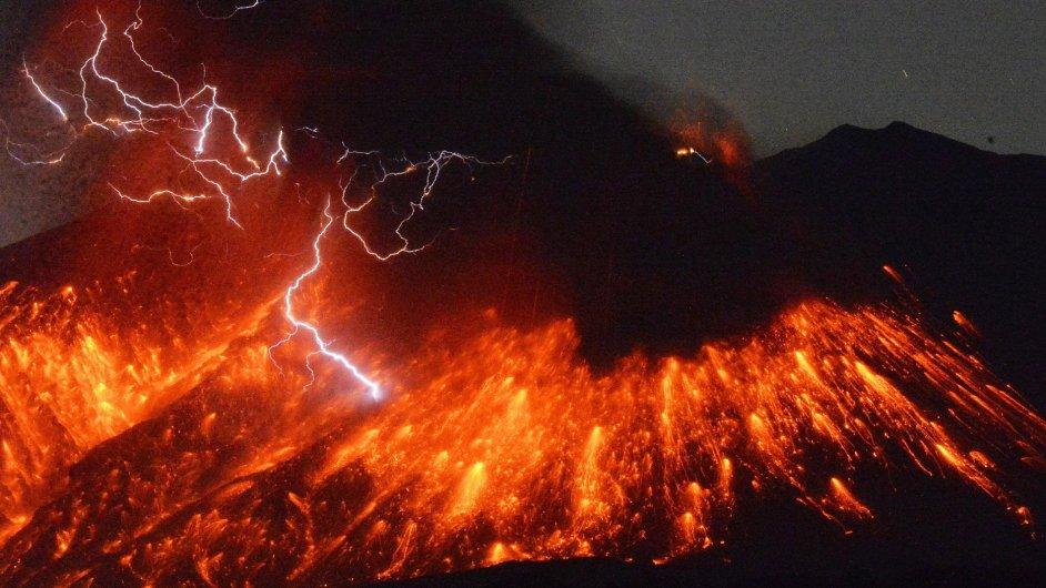 V Japonsku vybuchla sopka Sakuradžima blízko jaderné elektrárny.