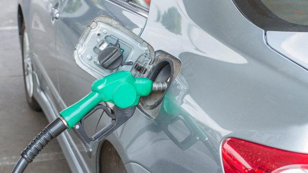 Změny ve výpočtu poplatku se dotknou klientů využívajících k tankování standardní tarif – Ilustrační foto.