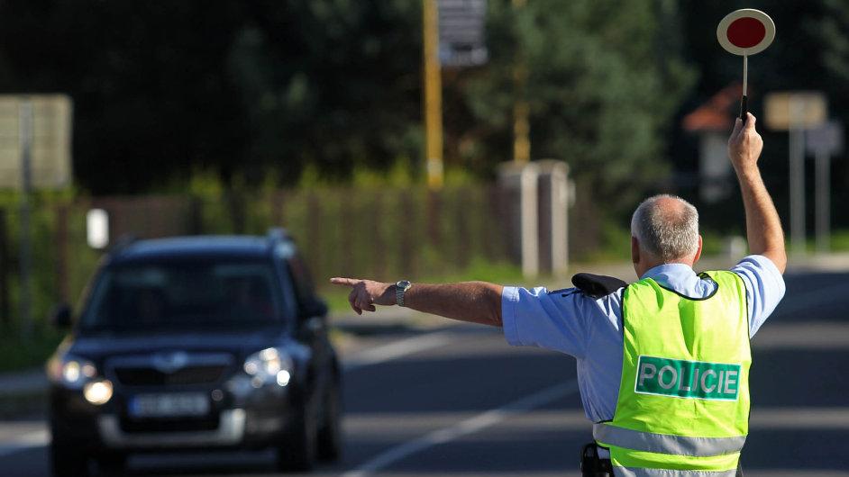 Policisté se učí seznam poruch, díky kterým vyženou vraky zesilnic.