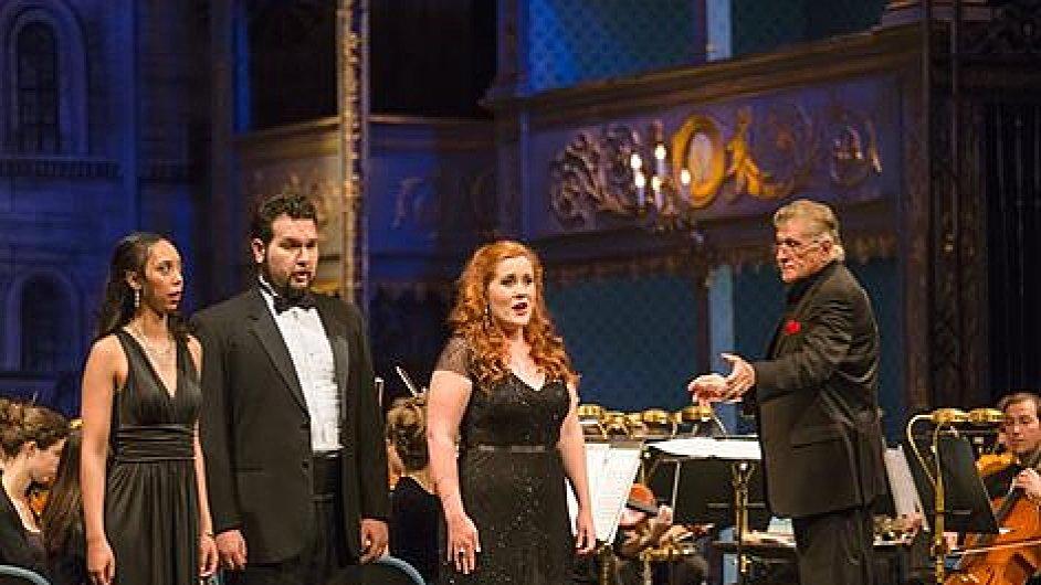 Sherrill Milnes (vpravo) byl prvním Američanem, jenž Dona Giovanniho zpíval ve Stavovském divadle. Letos ho tam bude režírovat.