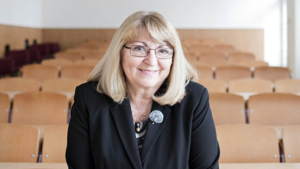 Rektorka a zakladatelka VŠFS Bohuslava Šenkýřová láká do Prahy studenty z ciziny.