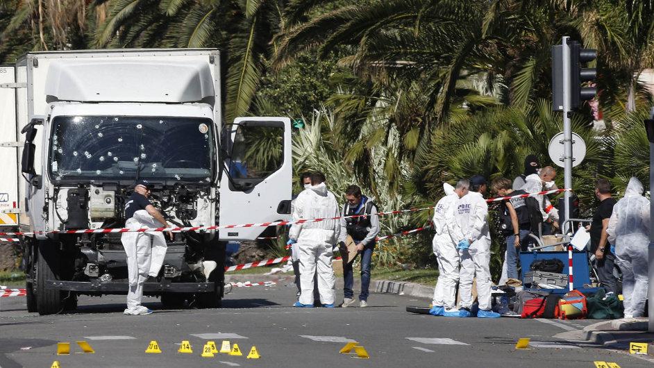 Největší hrozbou je podle Čechů terorismus (na snímku je letošní útok atentátníka ve francouzské Nice).