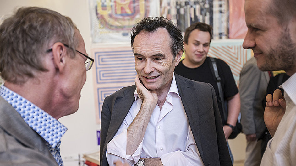 Petr Janyška (uprostřed) poslední čtyři roky vedl České centrum ve Varšavě.