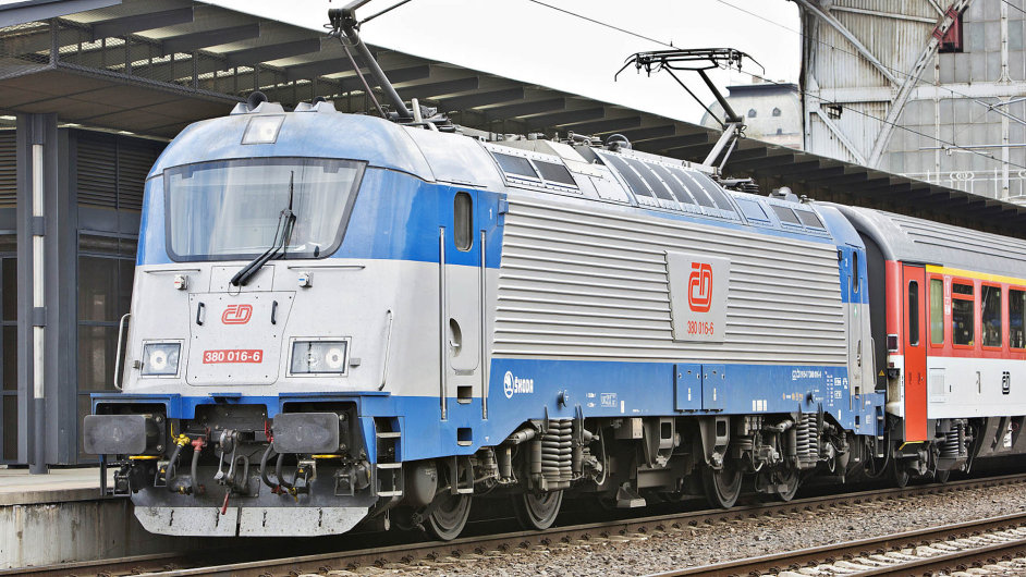 Nové lokomotivy pro trasu Praha–Hamburk by měly odletošního prosince nahradit lokomotivy plzeňské Škody Transportation.