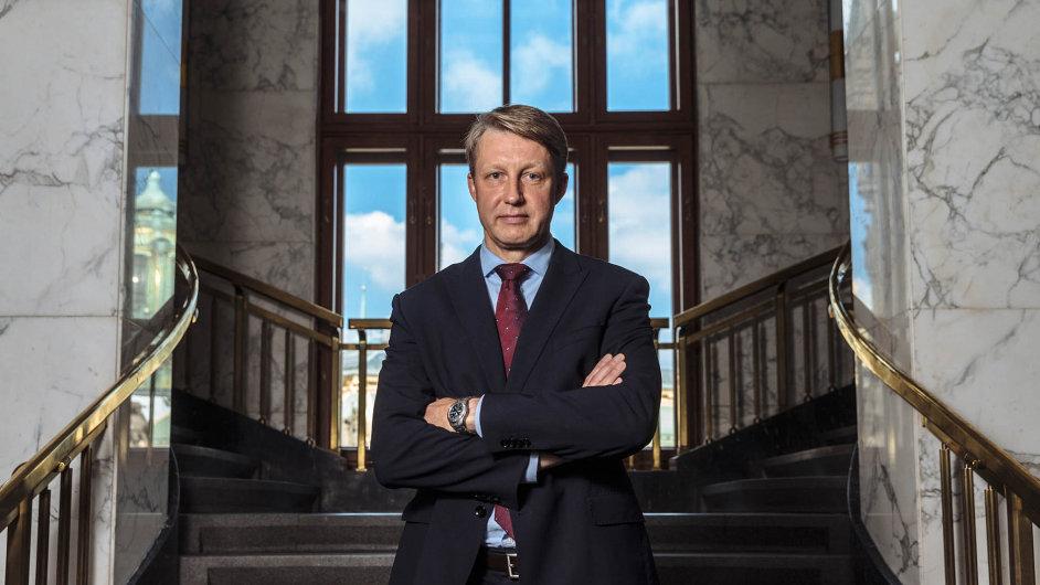 Tomáš Nidetzký, jeden zečtyř mužů, kteří vzáří hlasovali oprodloužení intervencí, byl vbankovní radě třetí měsíc.