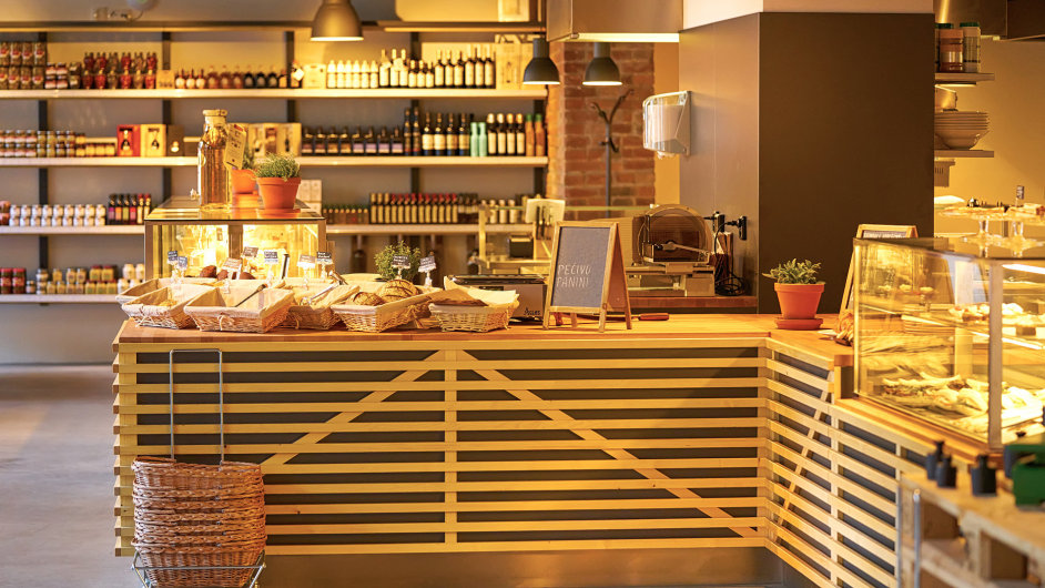 Bistro a obchod s delikatesami Premier Mercato na Rohanském nábřeží.