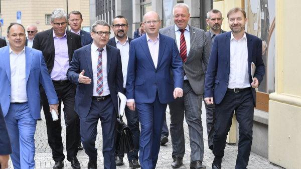 Ministr zahraničí Zaorálek by měl být hlavním tahounem sociálních demokratů.
