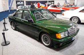 Frankfurtský autosalon nabídl zrenovované vozy z minulosti. Ukázaly se Ford, Porsche nebo Ferrari