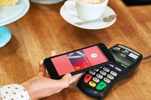Údajný e-mail od šéfa Applu slibuje brzké spuštění služby Apple Pay v Česku. Příliš pravděpodobné to ale není