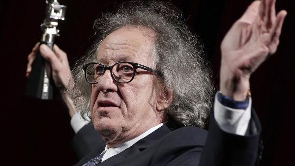 Australský herec Geoffrey Rush je na snímku z letošního ročníku festivalu Berlinale. Přebral zde cenu za film Final Portrait, kde ztvárnil sochaře Alberta Giacomettiho.