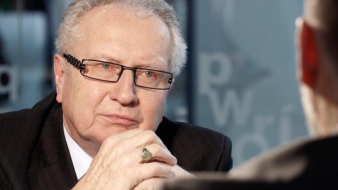 Senátor Veleba odešel Martinu Veselovskému ze studia. Nedokázal vysvětlit, kdo platí kampaň Zemanovi