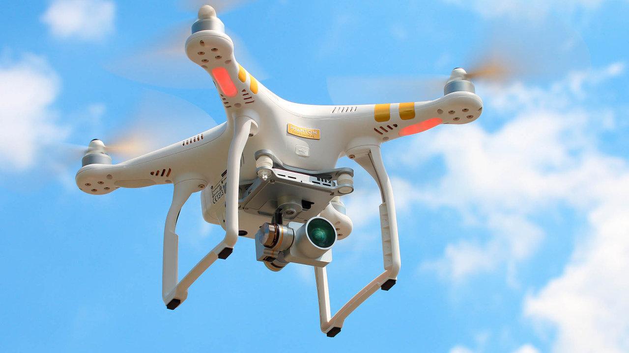 Drony používají nadšenci i podniky zcelého světa. Využívají je kezlepšení služeb zákazníkům, údržbě nebo kprůzkumu. Svoji roli mají také při tréninku sportovců.