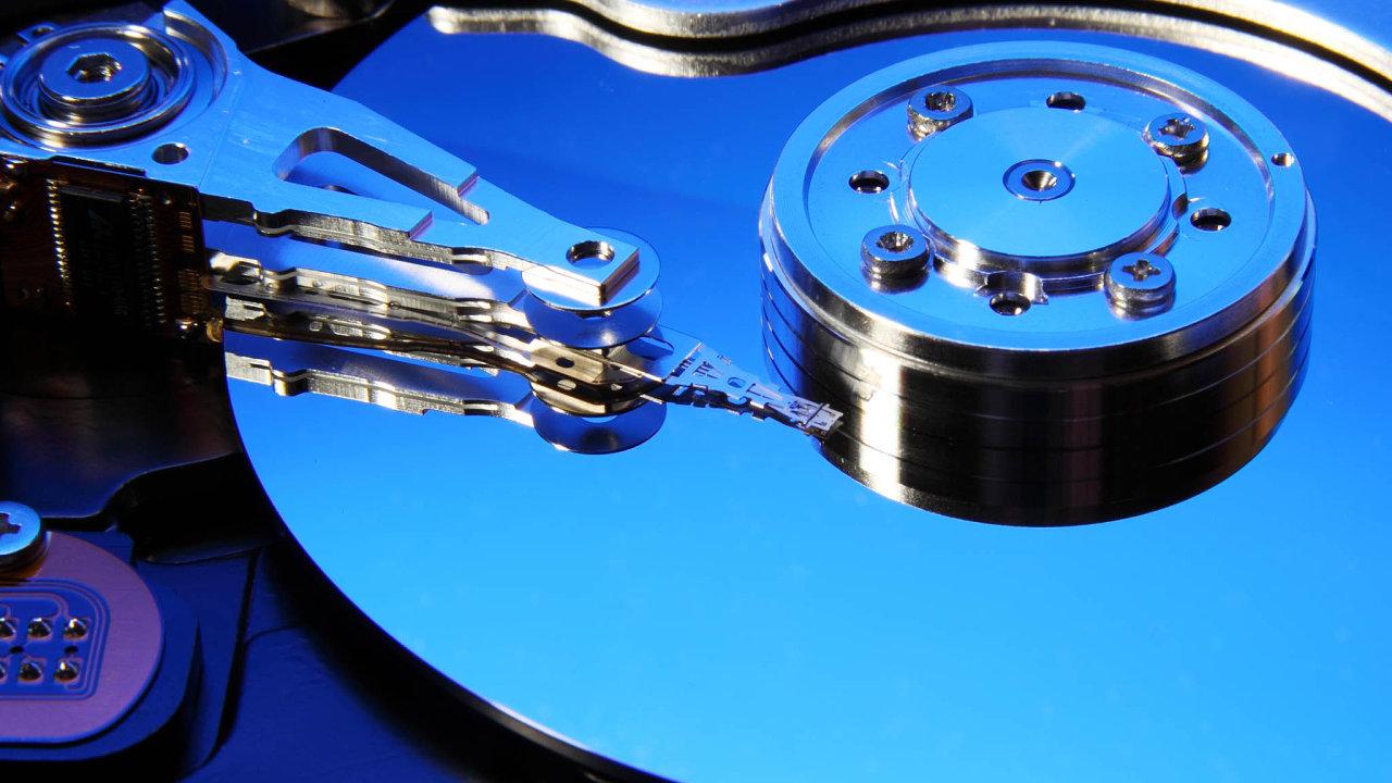 Prvním praktickým uplatněním spintroniky se staly hlavy harddisků s vysokou hustotou zápisu.