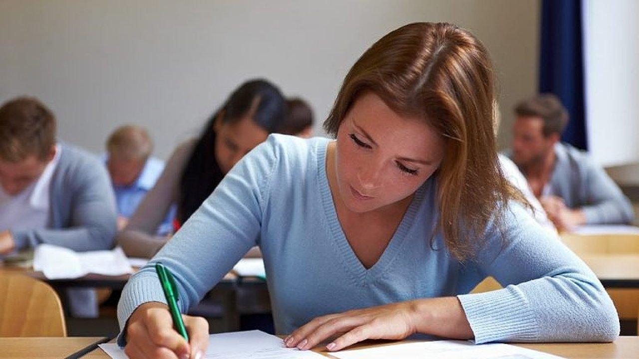 Botlík: Děti se učí jen počítat a počítat, to není matematika, povinná maturita by byla průšvih.