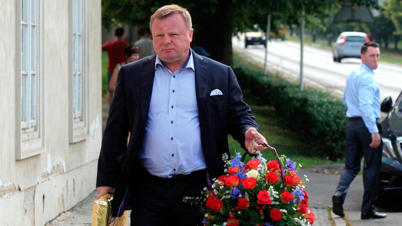 Jeden znejbohatších Slováků Milan Fiľo žije vPraze anerad nasebe upozorňuje. Má dobré vztahy spolitiky naSlovensku iunás.