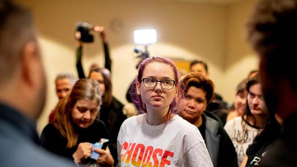 Dívka, která nenávidí deportace běženců